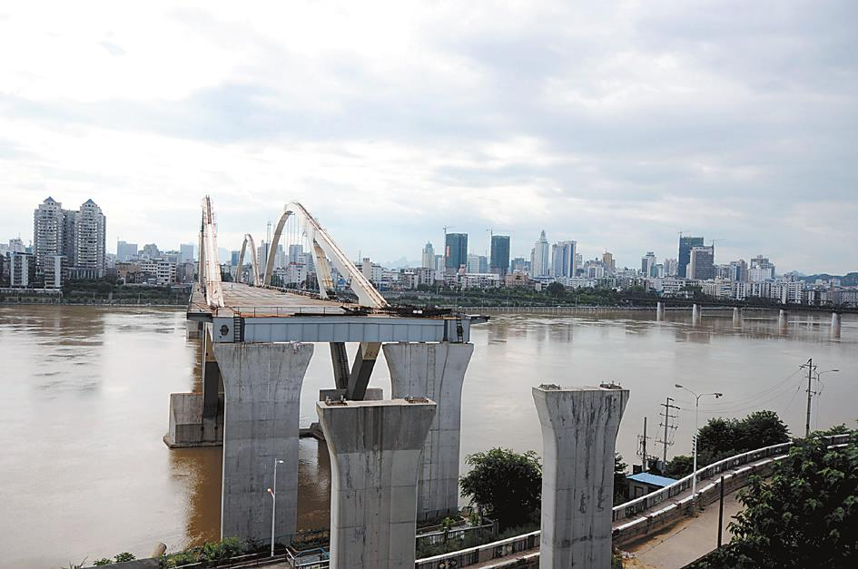 """图:广雅大桥项目工程 """"钉子户""""延误工期影响有多大?"""