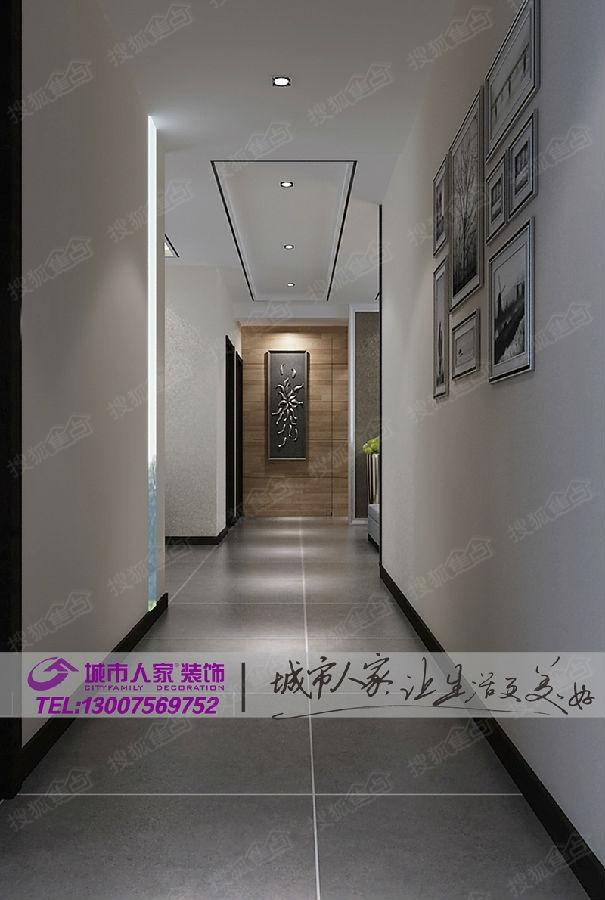 过道顶部简单的吊顶造型,尽头端景墙的设计与墙面的挂画,都使空间
