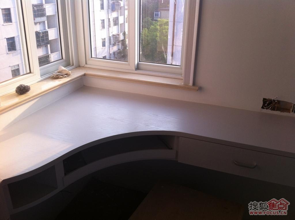 小房间电脑桌