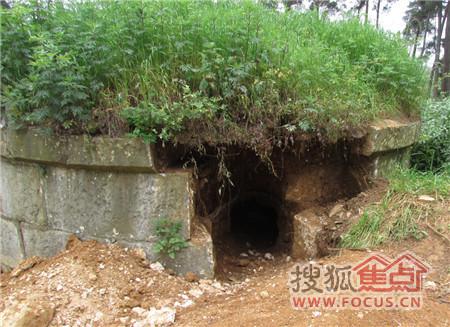 被挖开的坟墓