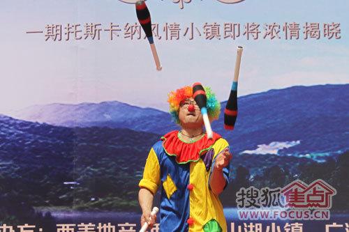 今天的活动内容十分丰富,除了热辣的爵士舞以及温馨可爱的小丑表演