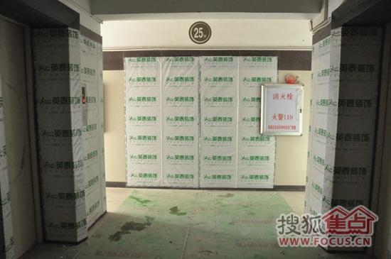 电梯、外墙、过道保护高清图片