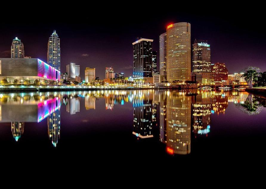 """""""翻转""""的城市:建筑物水中倒影"""