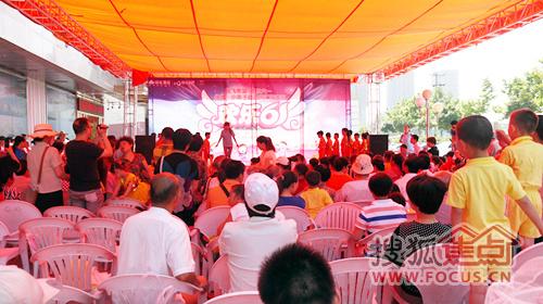 绿地·小燕子幼儿园汇报演出在芜湖绿地镜湖世纪城营销中心外场盛大开