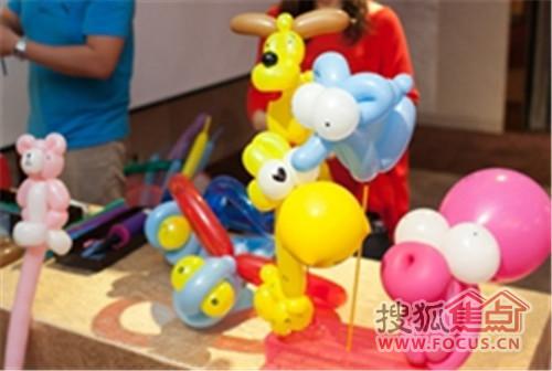 想象气球在你手中变幻出小兔子,小猴子等可爱动物时,孩子会是怎样的