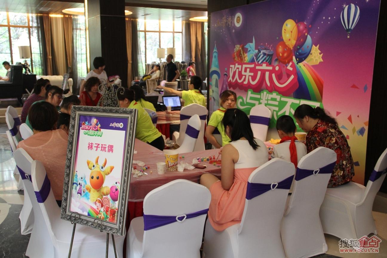 幼儿园庆六一黑板报_以六一为主题的蜡笔画内容|以六一为主题的蜡笔画版面设计