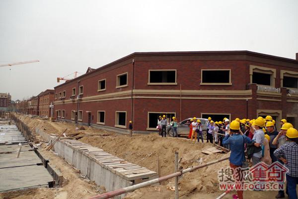 第二点,结构方面采用框剪结构,目前市面上的项目一般都采用砖混,框架