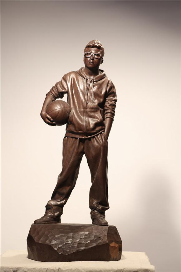 "gehard demetz被誉为""全世界最厉害的两位木雕艺术家""之一,他的作品"