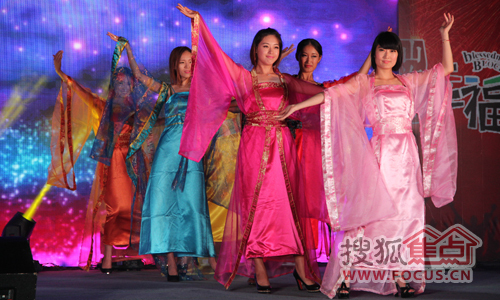 古装美女的舞蹈表演