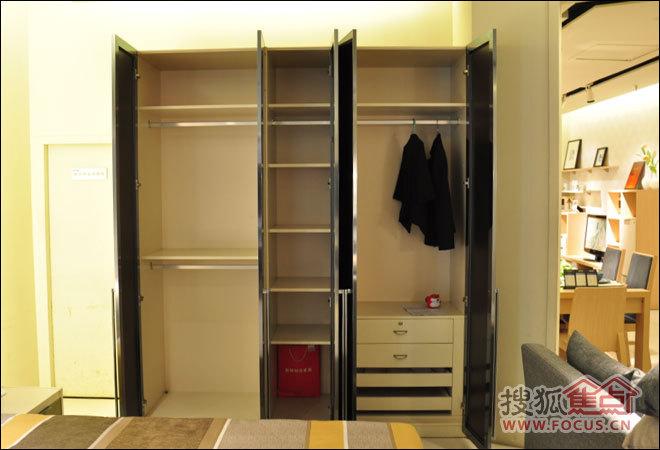 特利尔玻璃彩釉五门衣柜评测