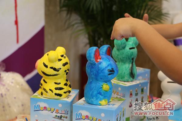 色彩鲜明的小老虎,可爱动人的小兔子一一陈列在众人眼前.