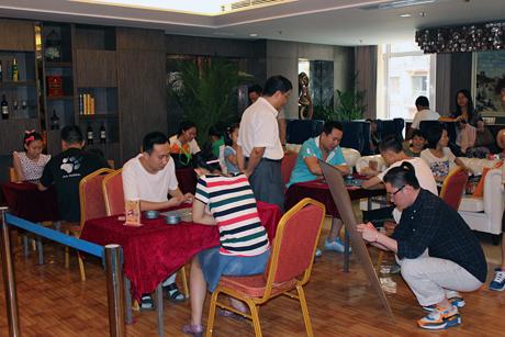 五子棋比赛现场图片