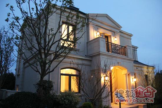 7月18别墅间,在众多别墅翘首以望的期盼下,绿城奉化玫瑰园客户鹿茵豪苑日夜图片