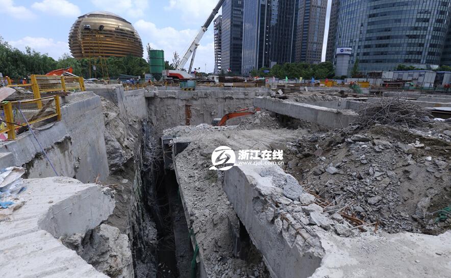 杭州路面突然塌陷图片 741938 884x545
