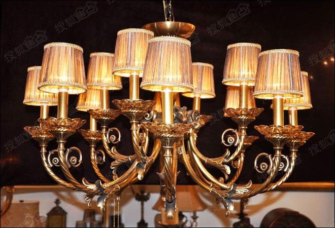 诺克照明客厅吊灯s404589整体造型为对称设计,小编拍摄的