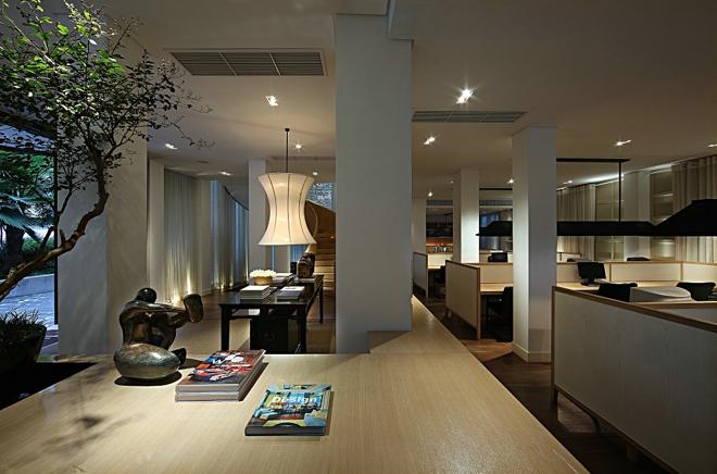 龙泉巷别墅设计营造现代办公空间