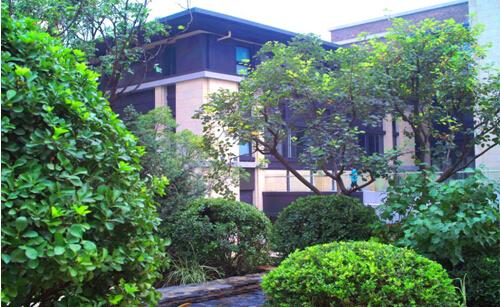 燕西华府 (论坛)项目的景观设计是聘请日本造园大师户田芳树先生