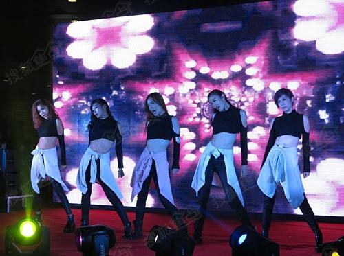 美女舞蹈团表演轰动全场