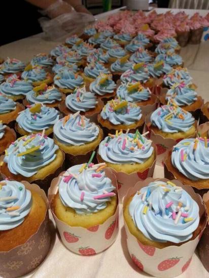 看着可爱的蛋糕雏形,大家满心都是期待与满足,随着越来越多的新老业主