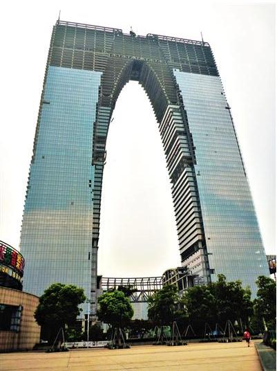 中国特色建筑 秋裤楼马桶盖楼被指成权势地标