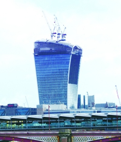 """英国伦敦""""对讲机""""大厦"""