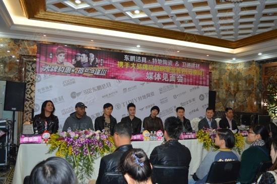 """""""台湾摇滚乐团""""信乐团亲临团购签售会现场与云南消费者见面"""