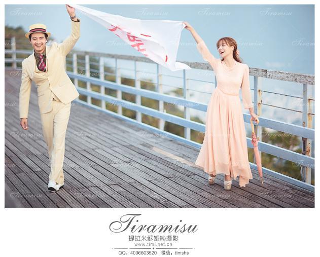 到三亚提拉米苏影楼拿自己的结婚照,觉得十分满意.他俩是半个月图片