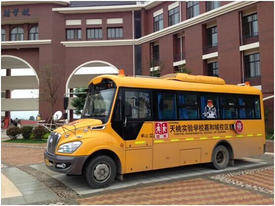 嘉和城校车免费接送小孩上下学