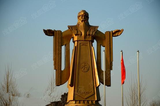 """秦皇岛千万天价建铜碑 号称""""中国梦第一碑"""""""