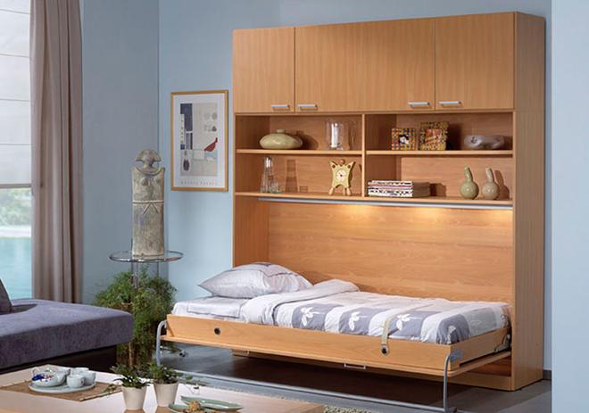 5平米的小房间布置完成一张床,一个办公桌及一个书柜.