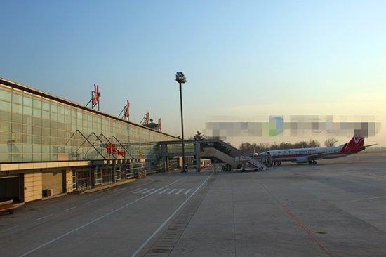 从衡阳南岳机场至北京南苑机场,1700多公里的路程,仅仅用了不到两个