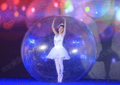 水晶球舞蹈表演图片