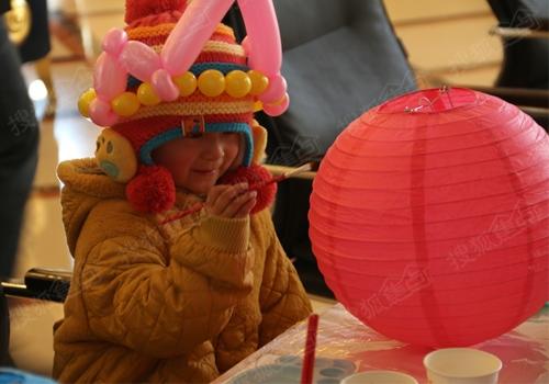 小朋友自己动手制作灯笼