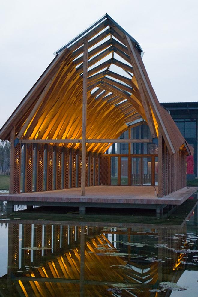 多功能小教堂鱼跃(愉悦)建筑外形如跃起的鱼