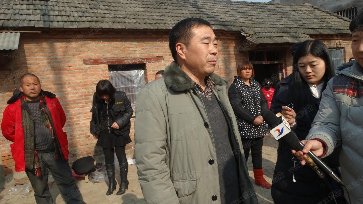 郸城县白马镇镇长李文康在接受记者采访