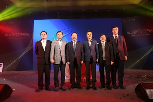 招商局蛇口工业区有限公司总经理杨天平先生做了重要讲话,为整个对话