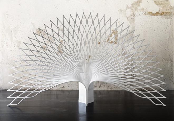 """这加拿大uufie设计工作室的""""孔雀""""椅灵感就来自于此,整体造型截取了这图片"""