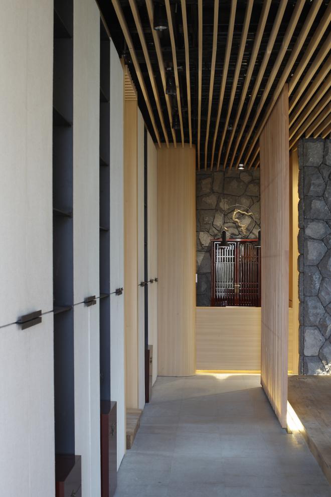 室内设计 酒店会所 > 正文     茶会所临江而设,客人需沿着公园小径绕图片