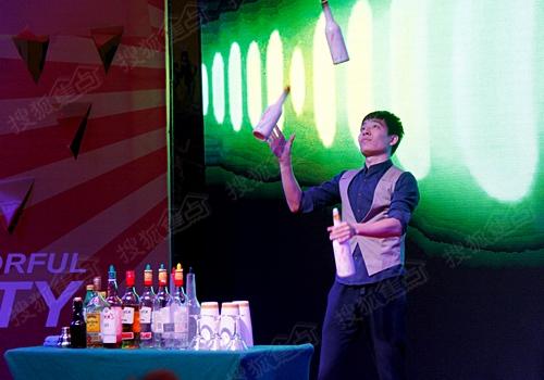 花式调酒表演