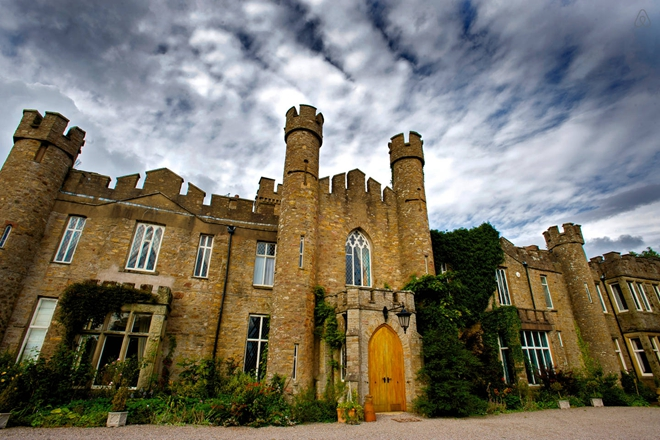Stay in an Ancient British Castle!约克郡,英国