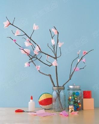 孩就做了纸樱花给妈妈▼