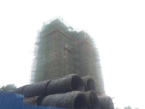 12#楼正在进行10层顶板钢筋绑扎