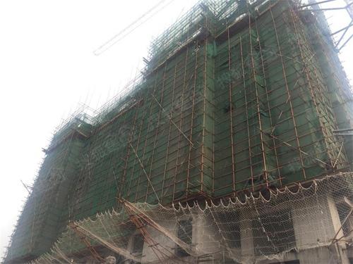 10#楼正在进行10层顶板钢筋绑扎
