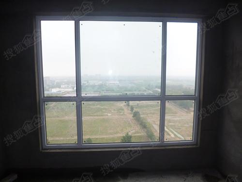 11#楼窗已安上玻璃