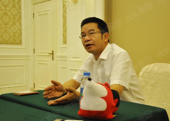 箭牌橱柜事业部总经理钟开荣接受搜狐焦点家居记者采访
