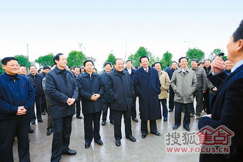 苏荣吴新雄在昌考察造林绿化
