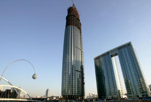 将超越位于天塔塔身248-278米处的了望厅和旋转餐厅