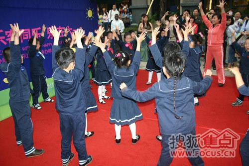 红黄蓝幼儿园小朋友跳舞
