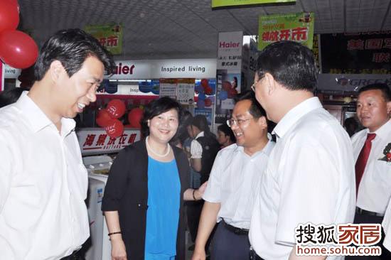 北人集团总裁、北国股份公司董事长白珊现场视察