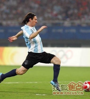 足球明星24号_高清 黑白 贝克汉姆